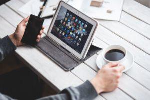 kaboompics_Man using a tablet